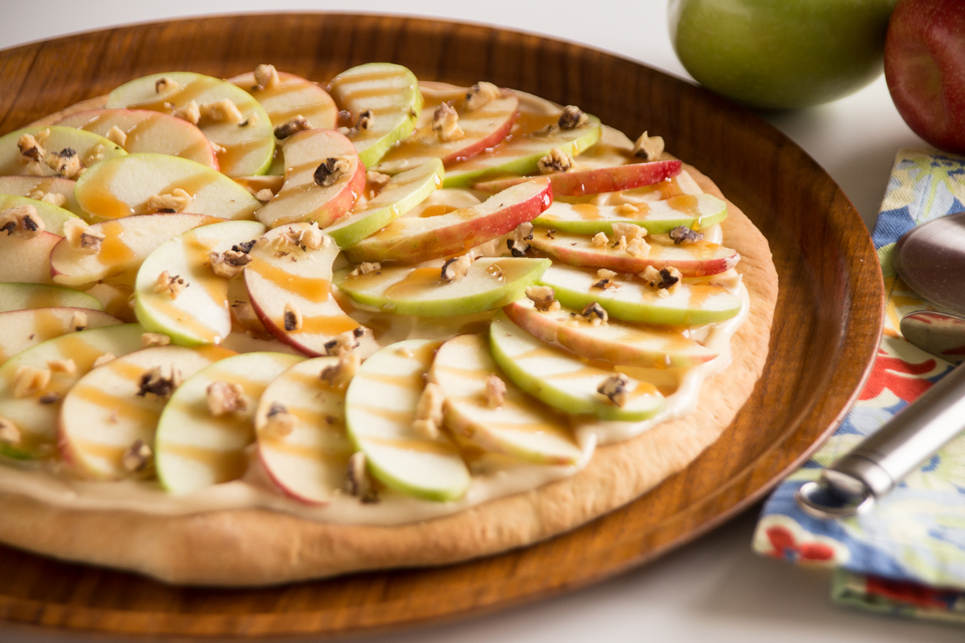 Caramel Apple Pizza – Rhodes Bake-N-Serv