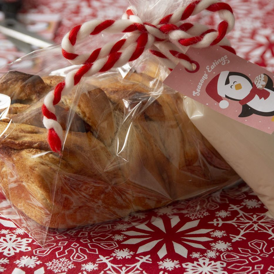 Gift-giving-Cinnamon-Roll-Loaf